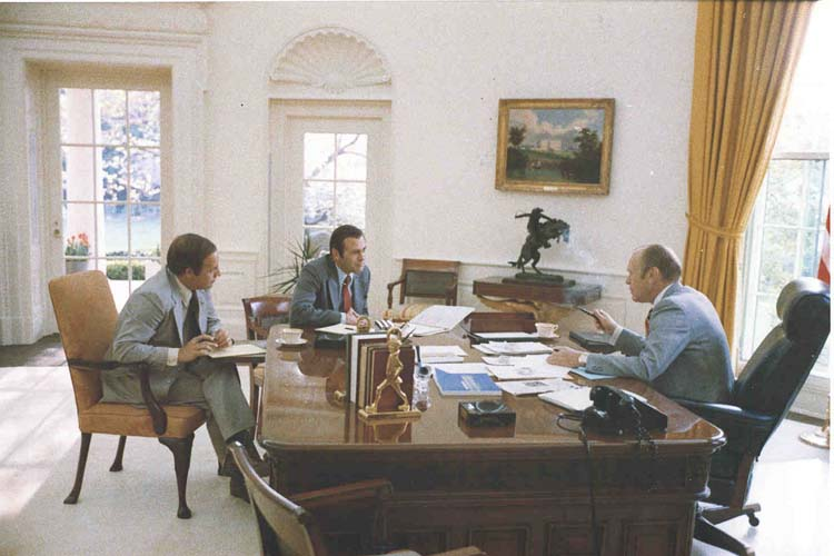 staff don rumsfeld in the oval office april 23 1975 image size 53k
